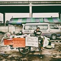 Photo taken at ท่ารถตู้เมเจอร์รังสิต - สายใต้ใหม่ by Touchaporn R. on 7/25/2012