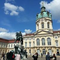Das Foto wurde bei Schloss Charlottenburg von Barbara O. am 4/28/2013 aufgenommen