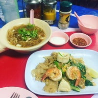 Photo taken at เจ๊นา หูฉลาม by hi j. on 6/16/2016