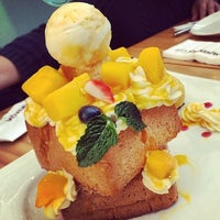 Photo taken at 莫凡彼歐風餐廳 Mövenpick Restaurant by Tiffany L. on 8/21/2014