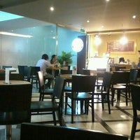 Photo taken at The Coffee Bean & Tea Leaf @ Kumho Asiana Plaza by hai hong h. on 3/16/2013