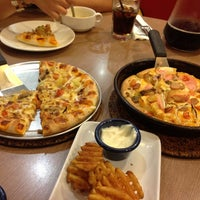Photo taken at Pizza Hut by 🌸 ล ∂ э ℓ 🎀 on 5/4/2013