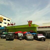 Photo taken at ตลาดนานาเจริญ by Win T. on 5/17/2013