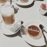 Photo taken at A Colmeia Confeitaria by Ariadna on 4/10/2014
