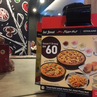 Photo taken at Pizza Hut by Mikawibs on 9/10/2016