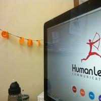 Foto tomada en Human Level Communications por Raúl C. el 10/30/2012