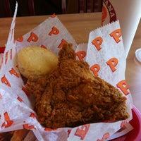 Photo taken at Popeyes Louisiana Kitchen by Michael W. on 5/27/2014
