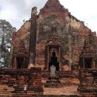 Photo taken at วัดโพธิ์ประทับช้าง by Kantapong p. on 9/22/2013