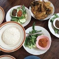 Photo taken at Ayam Goreng Kampung Mbah Karto by Selvi A. on 7/6/2014