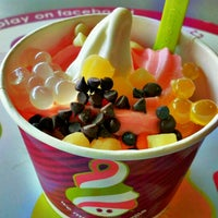 Photo taken at Menchie's Frozen Yogurt by Stephen C. on 9/30/2012