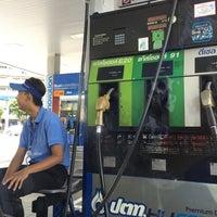 Photo taken at PTT Life Station - Outbound (จุดพักรถทางพิเศษเฉลิมมหานคร - ขาออก) by Tao K. on 9/4/2016