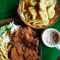 Photo taken at Rasa Rasa Muslim Thai Seafood Restaurant by Mann I. on 10/13/2016