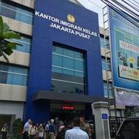 Photo taken at Kantor Imigrasi Kelas 1 Jakarta Pusat by Shuichi S. on 2/11/2016