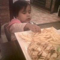Photo taken at Villa Chicken & Grill by Lorena P. on 3/26/2013