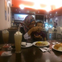 Photo taken at Secret Recipe by Hazrul Rizal T. on 4/13/2014