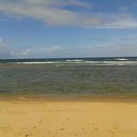 Photo taken at Praia do Pirui by Maurício S. on 6/8/2013