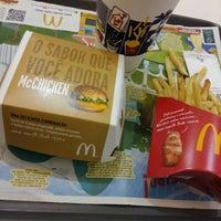 Photo taken at McDonald's by Beatriz V. on 3/11/2016