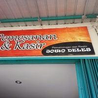 Photo taken at Pemancingan & Resto Jowo Deles by Muhammad Alimuddin A. on 8/2/2014