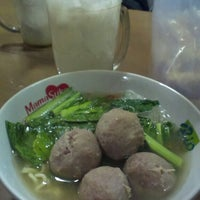Photo taken at Bakso Sido Mandiri by Heri G. on 9/10/2013