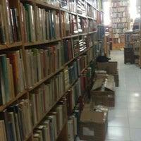 Photo taken at Librería El Ático by Pablo Z. on 3/19/2016