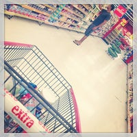 Photo taken at Extra by Thalles d. on 4/8/2013