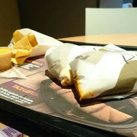 Photo taken at Taco Bell (Alameda Principal) by Santi P. on 4/11/2015