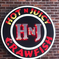 Photo taken at Hot 'n' Juicy Crawfish by Remy Dodoy J. on 10/13/2012