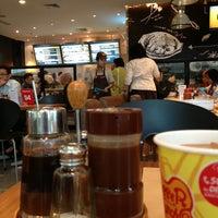 Photo taken at Pepper Lunch by Mulyawan D. on 2/6/2013
