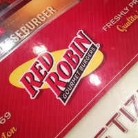 Photo taken at Red Robin Gourmet Burgers by Sintia L. on 1/19/2013