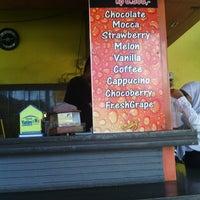 Photo taken at Es Bang Joe - The Real Milkshake by Wisn S. on 4/17/2014