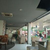 Photo taken at Bengawan Solo Coffee by Agung N. on 6/4/2016