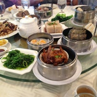 Photo taken at Sea Harbour Seafood Restaurant by Aldo C. on 4/6/2013