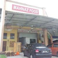 Photo taken at Mahnaz Food by Abu Bakar on 11/17/2012