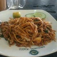 Photo taken at Restoran Original Penang Kayu Nasi Kandar by Mohamad Fairuz Z. on 5/22/2014