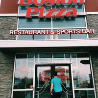 Photo taken at Boston Pizza by Emiat P. on 5/15/2016