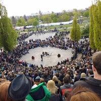 Photo taken at Sonntagskaraoke im Mauerpark by Ric T. on 5/16/2014