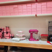 Photo taken at Georgetown Cupcake by Cyril M. on 7/11/2013