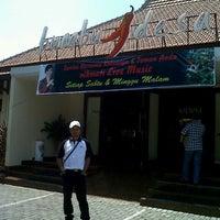 Photo taken at Bumbu Desa by Hafid H. on 9/18/2012
