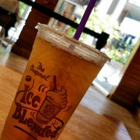 Photo taken at The Coffee Bean & Tea Leaf by Chris H. on 6/1/2016