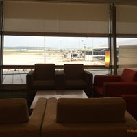 Photo taken at Cathay Pacific First and Business Class Lounge by 興成 丘. on 7/15/2016