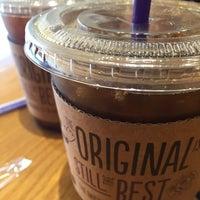 Photo taken at The Coffee Bean & Tea Leaf by Joon K. on 7/21/2016