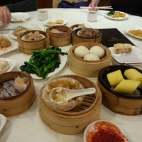 Photo taken at Asian Jewels Seafood Restaurant 敦城海鲜酒家 by Jason W. on 1/11/2014