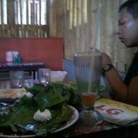 Photo taken at Pondok Santap LG by Healtha B. on 2/14/2013