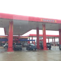 Photo taken at SHEETZ by Gaylan F. on 12/10/2012