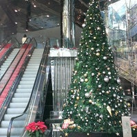 Photo taken at Queen's Road Post Office 皇后大道郵政局 by Kyteth M. on 12/20/2013
