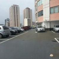 Photo taken at Estacionamento by Newton G. on 12/14/2012