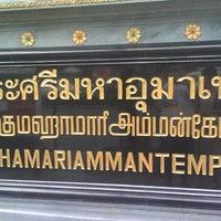 Photo taken at วัดพระศรีมหาอุมาเทวี (วัดแขก) Sri Mahamariamman Temple by Hiroyuki I. on 10/28/2012