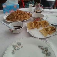 Photo taken at Restaurante Oriental by Vania S. on 5/26/2013