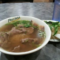 Photo taken at Pho Hoa by Meee M. on 11/23/2012