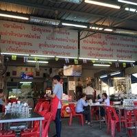 Photo taken at ข้าวต้มอ้วนผอม สาขาราชพฤกษ์ by Arm T. on 6/6/2016